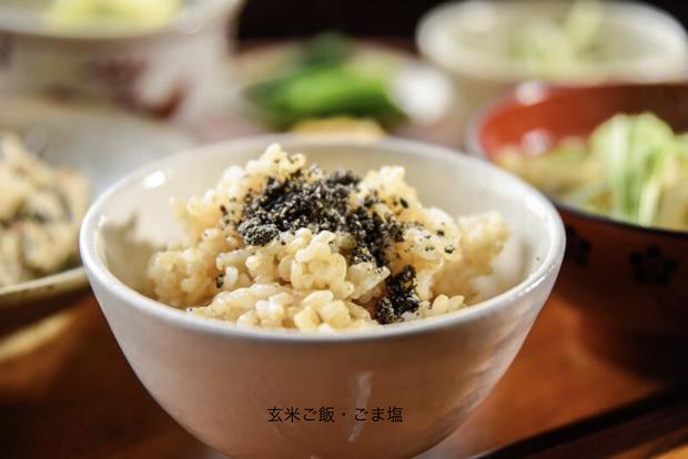 玄米ご飯・ごま塩